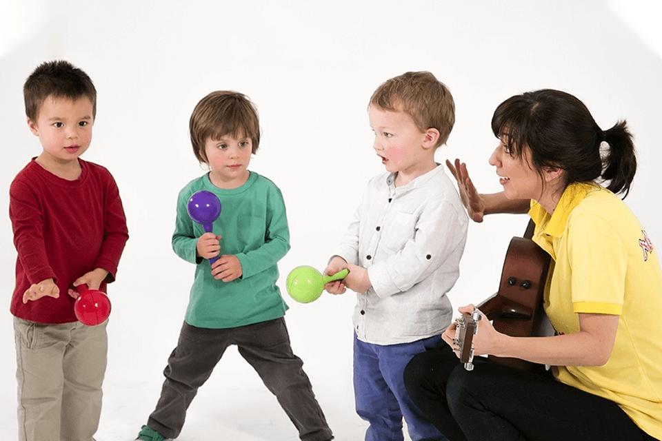mini maestros kids playing music